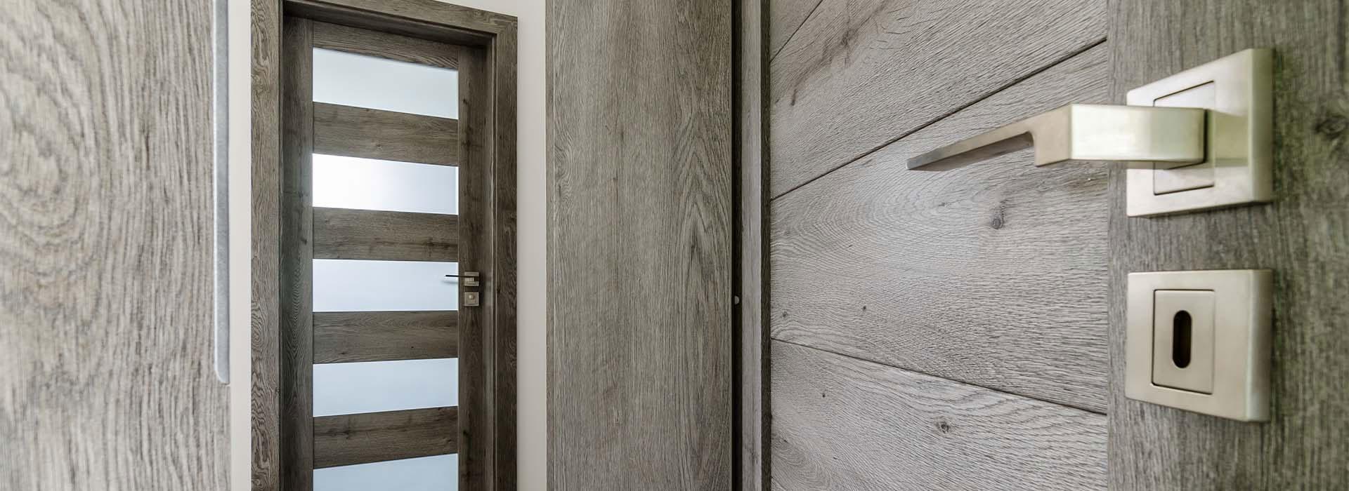 dvere-sluzby.jpg